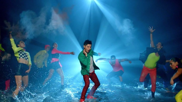 XIA (준수) - Incredible (인크레더블 Ft. 퀸시).mp4 (0_03_13) 000115